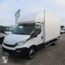 Utilitaire caisse grand volume Iveco Daily 35C16