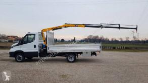 Veículo utilitário comercial estrado caixa aberta caixa aberta Iveco Daily 35C18
