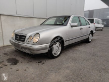 Voiture berline Mercedes Classe E 220 D