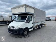 Veículo utilitário comercial estrado caixa aberta chapa com lona Iveco Daily 35S12