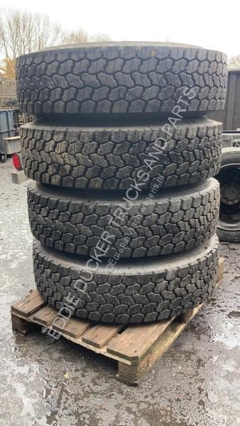 Voir les photos Véhicule utilitaire Bridgestone 315/80R22.5 SET (COVER)