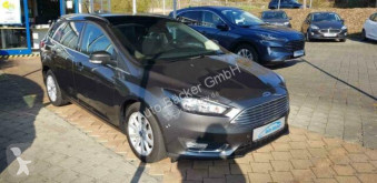 Voiture berline Ford Focus Titanium
