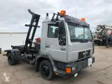 Camión MAN 8.224 Abrollkipper Gancho portacontenedor usado