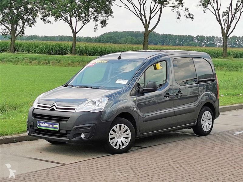 Voir les photos Véhicule utilitaire Citroën Berlingo 1.6 bluehdi business, au