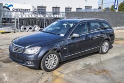 Automobile berlina Mercedes 200