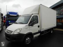 Úžitkové vozidlo veľkoobjemová skriňová dodávka Iveco Daily 35C15