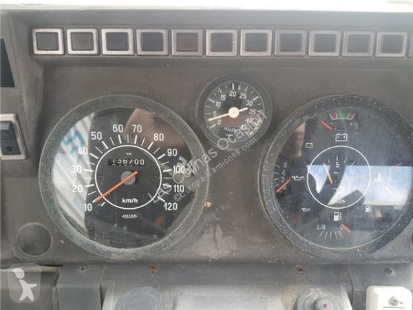Voir les photos Pièces détachées PL Nissan Tableau de bord pour camion L 35 08 CESTA ELEVABLE