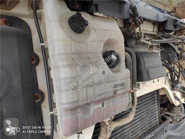 Vedere le foto Ricambio per autocarri Renault Premium Réservoir d\'expansion pour tracteur routier   Distribution 300.26D