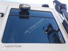 Renault Magnum Vitre latérale PUERTA DELANTERO DERECHA pour tracteur routier DXi 13 460.18 T vitrage occasion