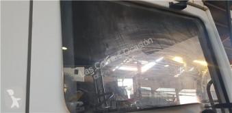 Piese de schimb vehicule de mare tonaj Nissan Vitre latérale PUERTA DELANTERO DERECHA pour camion L - 45.085 PR / 2800 / 4.5 / 63 KW [3,0 Ltr. - 63 kW Diesel] second-hand