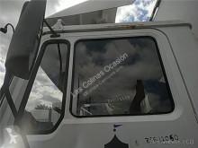 Części zamienne do pojazdów ciężarowych MAN Vitre latérale pour camion M 90 12 używana