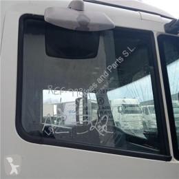 Náhradní díly pro kamiony Nissan Atleon Porte LUNA PUERTA DELANTERO DERECHA 110.35, 120.35 pour camion 110.35, 120.35 použitý
