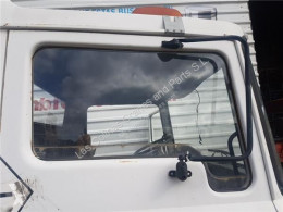 Repuestos para camiones Nissan Vitre latérale LUNA PUERTA DELANTERO DERECHA L 35 08 CESTA ELEVABLE pour camion L 35 08 CESTA ELEVABLE usado