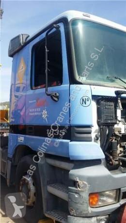 Ricambio per autocarri OM Porte Puerta Delantera Derecha Mercedes-Benz Actros 2-Ejes 6-cil. Ser pour camion MERCEDES-BENZ Actros 2-Ejes 6-cil. Serie/BM 1835 (4X2) 501 LA [12,0 Ltr. - 260 kW V6 Diesel ( 501 LA)] usato