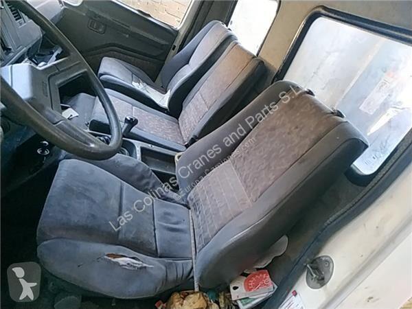 Voir les photos Pièces détachées PL Nissan Eco Siège Asiento Delantero Izquierdo   - T 160.75/117 KW/E2 Chas pour camion   - T 160.75/117 KW/E2 Chasis / 3230 / 7.49 [6,0 Ltr. - 117 kW Diesel]