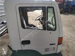 Reservdelar lastbilar Nissan Atleon Porte Puerta Delantera Derecha 110.35, 120.35 pour camion 110.35, 120.35 begagnad