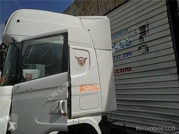 Peças pesados Scania Aileron SPOILER LATERAL IZQUIERDO Serie 4 (P/R 124 C)(1996->) FG pour camion Serie 4 (P/R 124 C)(1996->) FG 420 (4X2) E3 [11,7 Ltr. - 309 kW Diesel] usado