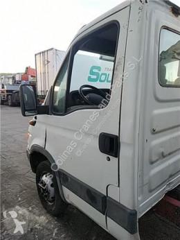 依维柯Daily重型卡车零部件 Porte Puerta Delantera Izquierda II 50 C 15 pour camion II 50 C 15 二手