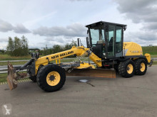 New Holland F 106.6 A grader used