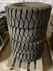 Pièces manutention 300 x 15 et 8.25 x15 pneus occasion