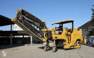 travaux routiers Caterpillar pm200