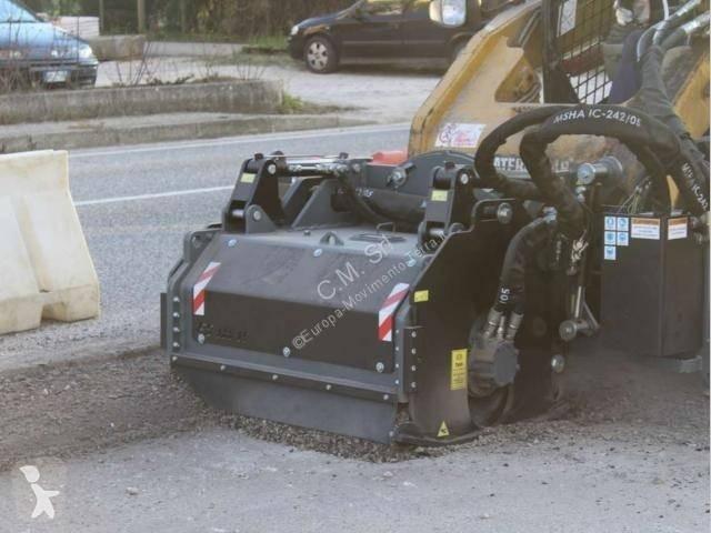 Vedeţi fotografiile Echipamente pentru lucrari rutiere CM FS 100.15