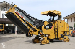 travaux routiers Caterpillar pm102