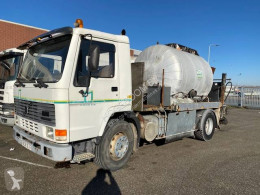 Volvo FL7 road construction equipment used sprayer