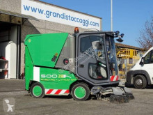 Tennant Spazzatrice elettrica marca Tennant con batterie al litio - 2245 ore - del 2011 used road sweeper