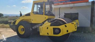 Bomag BW213 D-4 compacteur à pneus occasion