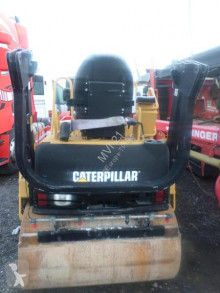 Caterpillar CB224E rouleau vibrant accidenté