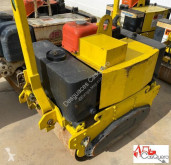 Multitor 650 RODILLO DE LANZA compactador a mano usado