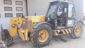chariot télescopique Caterpillar TH83
