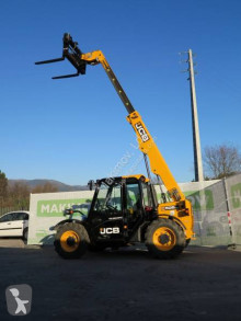 JCB 525-60T4 telescopic handler used