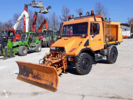 Mercedes snow plough-salt spreader unimog – u90