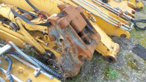 Liebherr hitch and couplers R904