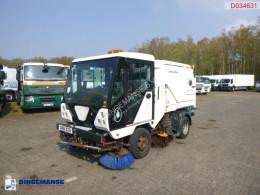 Maquinaria vial Minor street sweeper camión barredora usado